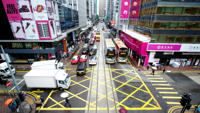 vidéos et rushes de hong kong, central intersection and tram flow at daytime landscape - yellow taxi