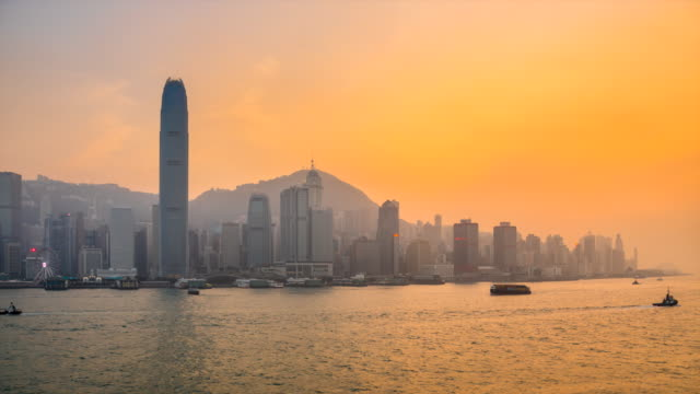 vidéos et rushes de hong kong central skyline and victoria harbour at sunset - terre en vue