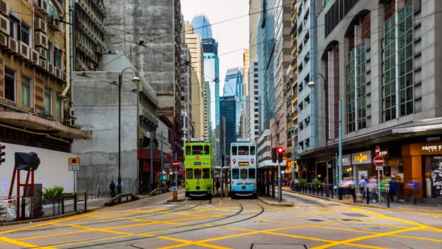 vidéos et rushes de hong kong central tram and busses - ligne de tramway