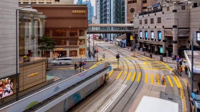 vidéos et rushes de hong kong central tram and busses - central district de hong kong