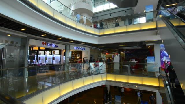 vídeos de stock e filmes b-roll de hong kong china victoria peak shopping mall called the peak hong kong stores and levels - victoria peak