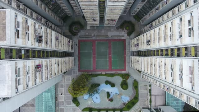 hong kong city apartments - spielfeld stock-videos und b-roll-filmmaterial