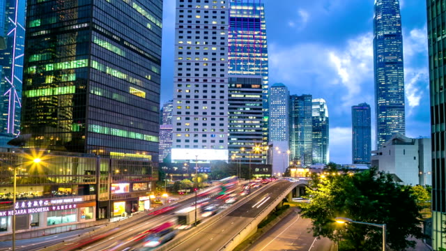 stockvideo's en b-roll-footage met hong kong city at dusk hyperlapse - hongkong