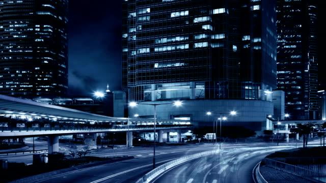 vídeos de stock e filmes b-roll de cidade de hong kong à noite, ifc towers - moldura completa