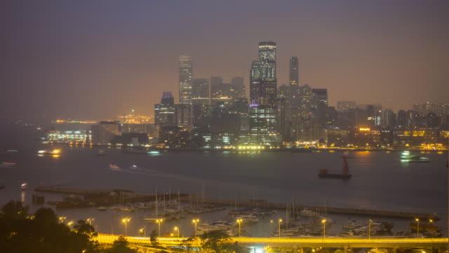 stockvideo's en b-roll-footage met hong kong city skyline time lapse met uitzicht op victoria harbor - hong kong