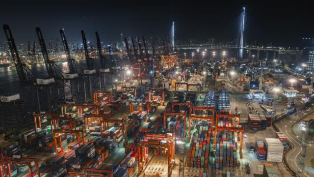vídeos de stock e filmes b-roll de hong kong container port - comunicação global