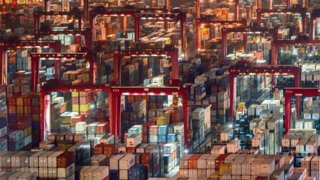 vidéos et rushes de hong kong container port - échange commercial