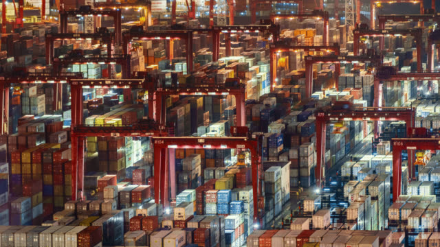 hong kong container port - loading stock-videos und b-roll-filmmaterial