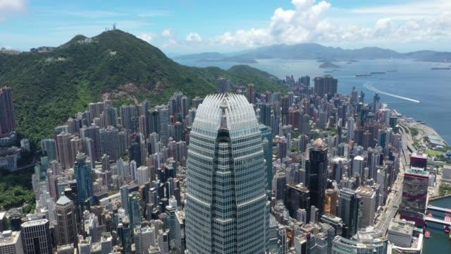 香港の象徴的な超高層ビル都市混雑高層港パノラマ中国 - ビクトリアピーク点の映像素材/bロール