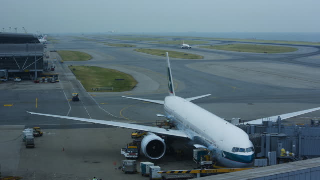 hong kong international airport chek lap kok china - campo d'aviazione video stock e b–roll