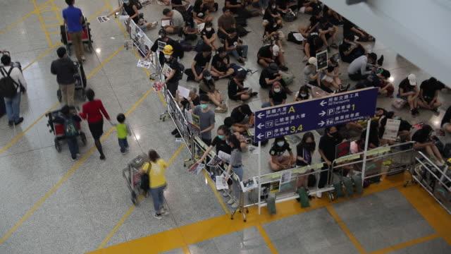 hong kong international airport during hong kong protests, hong kong, china, on tuesday, august 13, 2019. - 香港国際空港点の映像素材/bロール