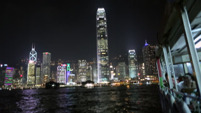 stockvideo's en b-roll-footage met ws hong kong island and  harbour from star ferry at night - star ferry