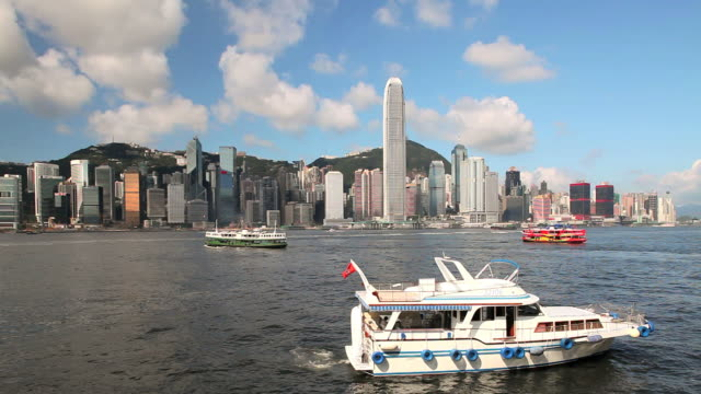 hong kong island, pleasure boat in harbour in foreground - スターフェリー点の映像素材/bロール