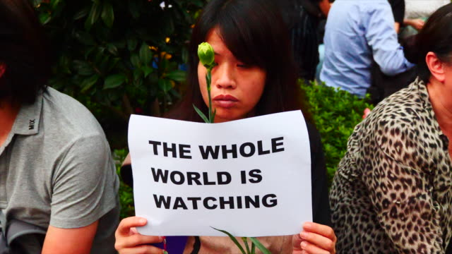 stockvideo's en b-roll-footage met hong kong mothers gathered in charter garden against the extradition bill. 6000 people attended and many speakers were present. - hong kong