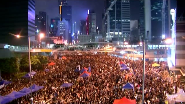 vídeos y material grabado en eventos de stock de prodemocracy protesters threaten to occupy more government buildings china hong kong skyscrapers of the central district of hong kong with... - 2014