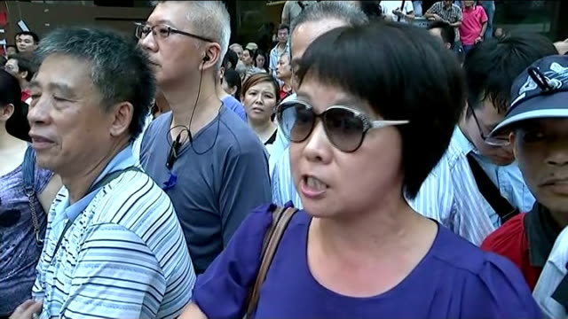 hong kong pro-democracy protests: talks with authorities cancelled after attacks; china: hong kong: ext people scuffling and pushing as shouting... - campaigner stock videos & royalty-free footage