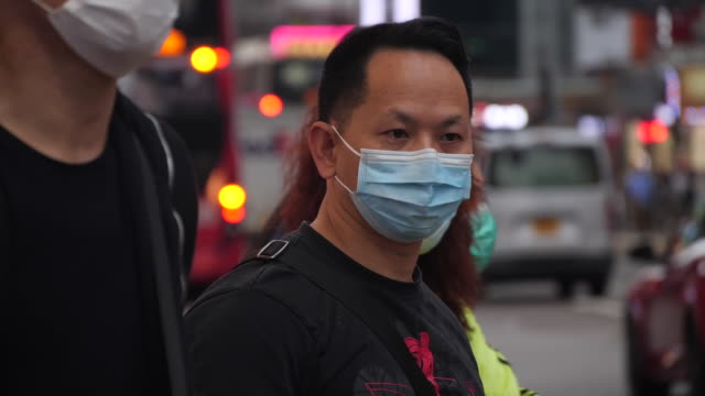 stockvideo's en b-roll-footage met hong kong public wearing face masks due to coronavirus outbreak - hong kong