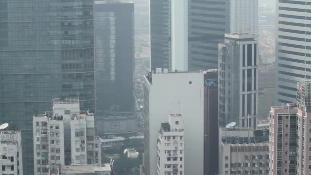 vídeos de stock, filmes e b-roll de hong kong 'sky elevator' descending shot - wan chai