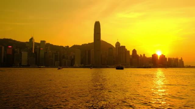hong kong skyline bei sonnenuntergang - dschunke stock-videos und b-roll-filmmaterial