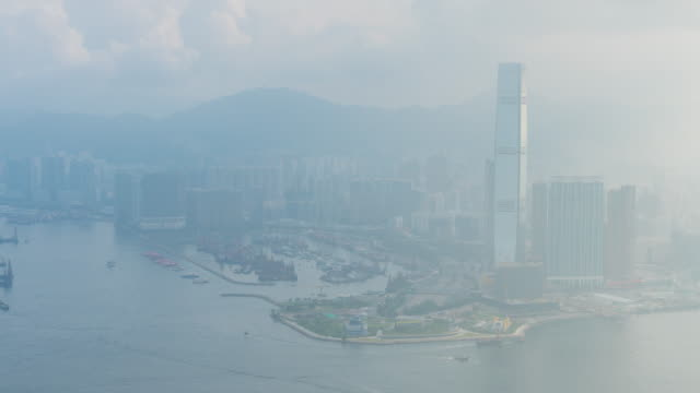 hong kong skyline stadtbild innenstadt wolkenkratzer über victoria harbour, moderne stadt business district - insel hong kong island stock-videos und b-roll-filmmaterial