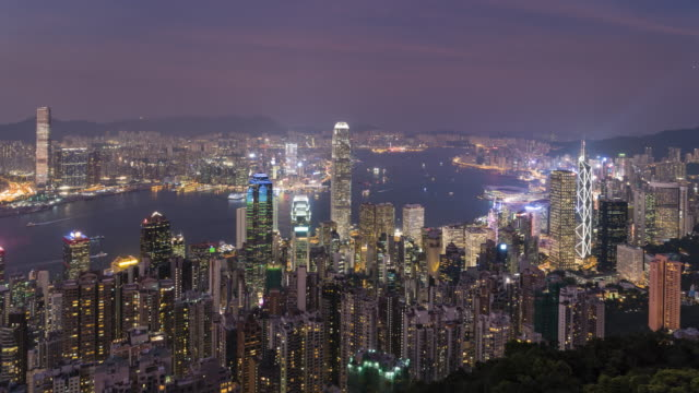 vídeos de stock, filmes e b-roll de hong kong skyline, day to night time lapse from victoria peak - victoria peak