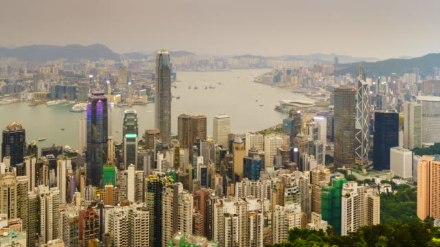 stockvideo's en b-roll-footage met hong kong skyline view from victoria peak, day to night time lapse. - victoria peak