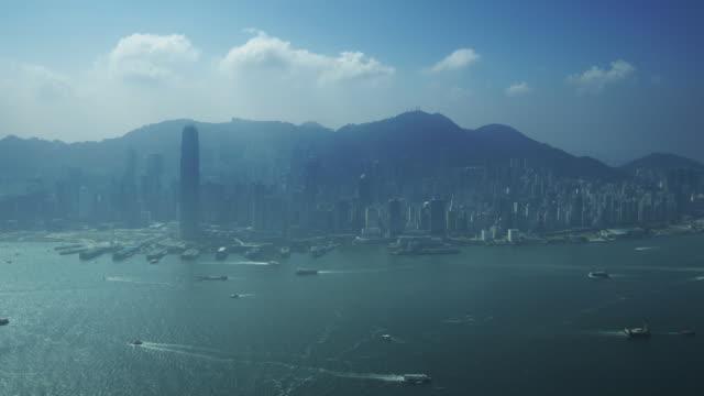 stockvideo's en b-roll-footage met ws tl ha hong kong skyline with hong kong harbour - hong kong