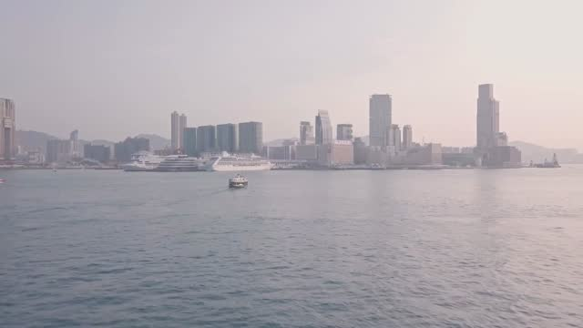 stockvideo's en b-roll-footage met hong kong star ferry heading towards kowloon. aerial drone view - star ferry