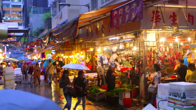 hong kong streets at night - nachtmarkt stock-videos und b-roll-filmmaterial