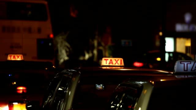 stockvideo's en b-roll-footage met hong kong taxi 's - taxi