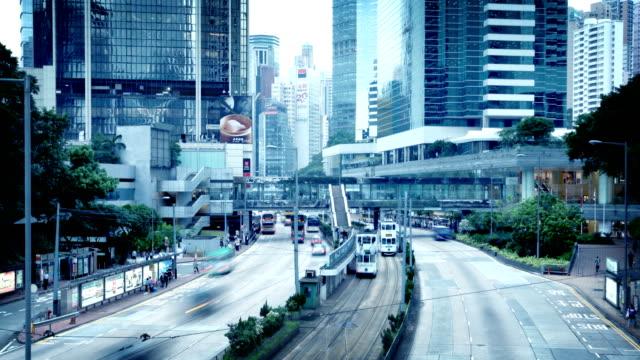 hong kong verkehr zeitraffer - straßenbahn stock-videos und b-roll-filmmaterial