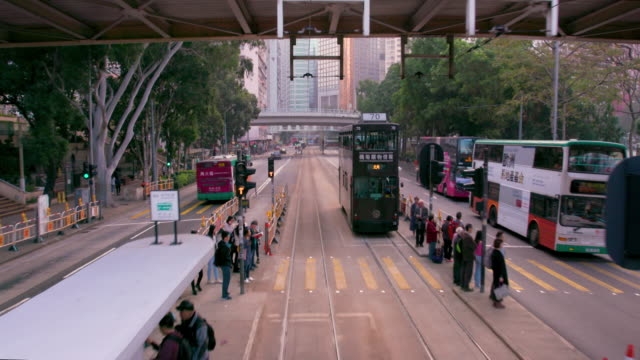 hong kong tram - ladenschild stock-videos und b-roll-filmmaterial