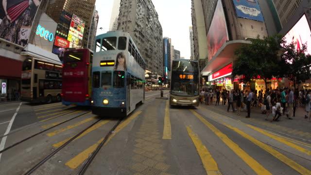 vídeos de stock, filmes e b-roll de hong kong tram - wan chai