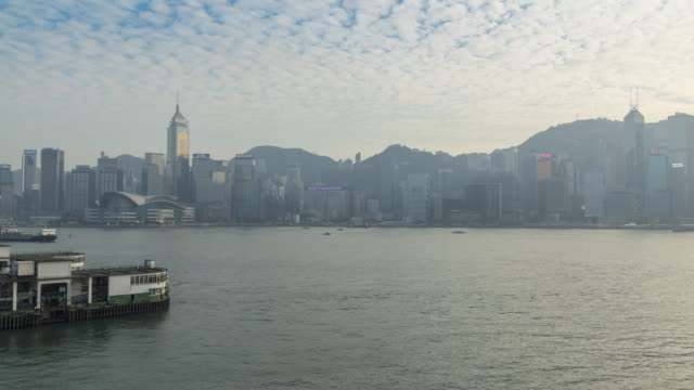 vidéos et rushes de port victoria de hong kong jour heure - île de hong kong