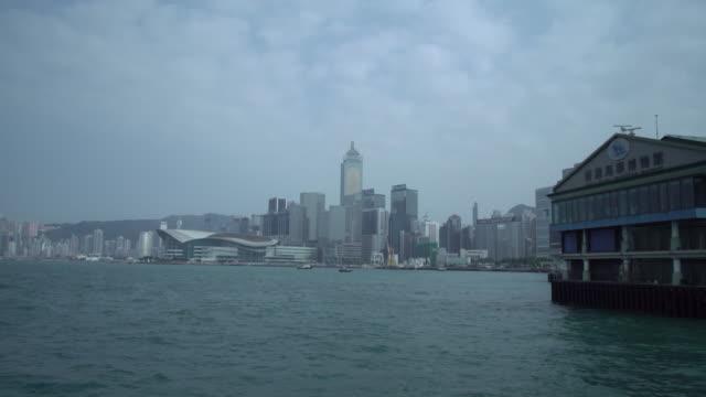 vídeos y material grabado en eventos de stock de hong kong victoria harbor - terminal de ferry
