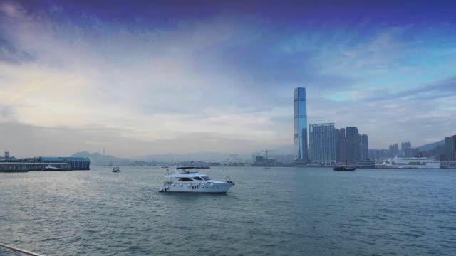 vídeos de stock, filmes e b-roll de hong kong victoria harbor - ilha de hong kong