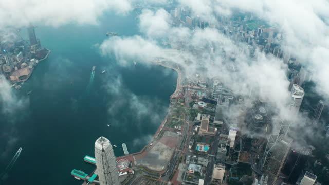 vídeos de stock e filmes b-roll de hong kong victoria harbour - embarcação comercial