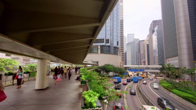 vidéos et rushes de hong kong walkway & road - île de hong kong
