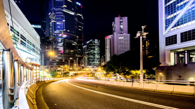 vídeos de stock, filmes e b-roll de hong kong, china-nov 17,2014:  o tráfego perto do bank of china building (marco de hong kong, hong kong, china - torre bank of china hong kong