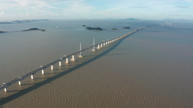 vidéos et rushes de hong kong-zhuhai-macao bridge - long