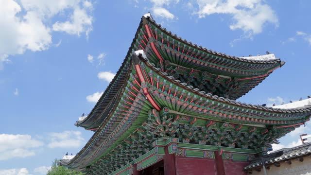 honghwa gate of changgyeonggung palace, seoul - 韓国文化点の映像素材/bロール