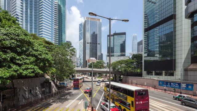 vidéos et rushes de t/l ws hongkong central building/street view - île de hong kong