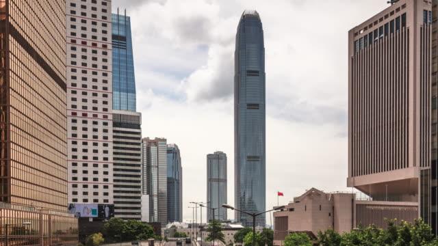 vidéos et rushes de t/l ws zo hongkong central building/street view - île de hong kong