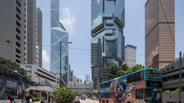 vidéos et rushes de t/l ws tu hongkong central building/street view - île de hong kong