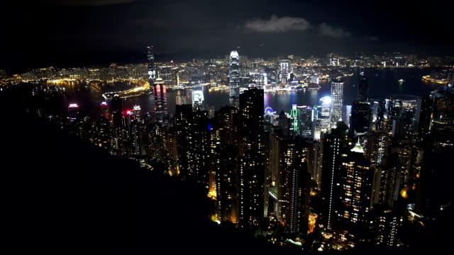 stockvideo's en b-roll-footage met hongkong skyline at night-from victoria peak - hongkong eiland