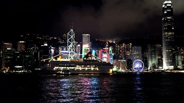 stockvideo's en b-roll-footage met hongkong skyline with cruiser ship - hongkong eiland