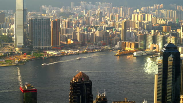 hong kong wolkenkratzer - berg victoria peak stock-videos und b-roll-filmmaterial
