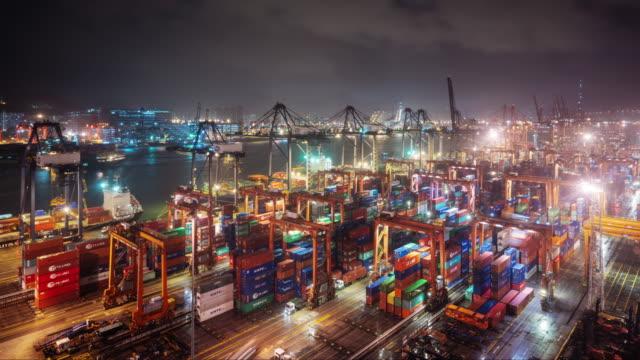 vídeos de stock e filmes b-roll de hongkong time lapse at container terminals at night - pier