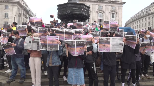 hongkongers in london gathered at piccadilly circus on june 27, 2021 to protest the closure of the hong kong daily apple daily after hong kong's... - standing out from the crowd stock videos & royalty-free footage