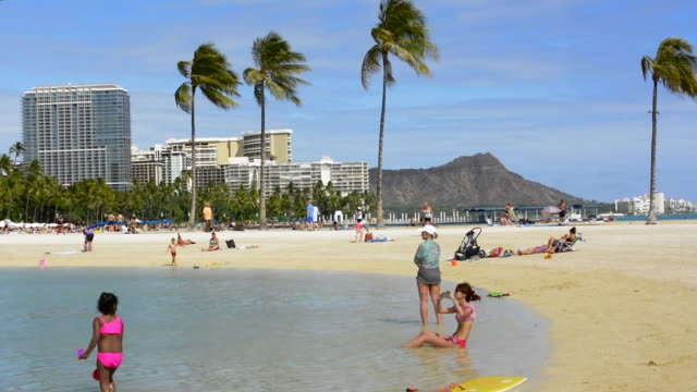 honolulu hawaii oahu hilton hawaiian waikiki beach  diamoind head in distance with beach and ocean - hawaii islands stock videos and b-roll footage